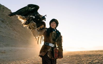 At 14, She Hunts Wolves and Takes Selfies With Cherished Eagle in Mongolia – New York Times